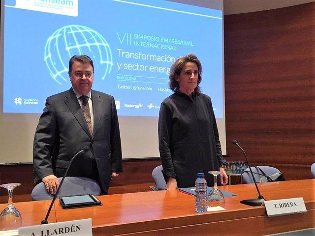 El president d'Enagás i de Funseam, Antonio Llardén, i la ministra per a la Tran