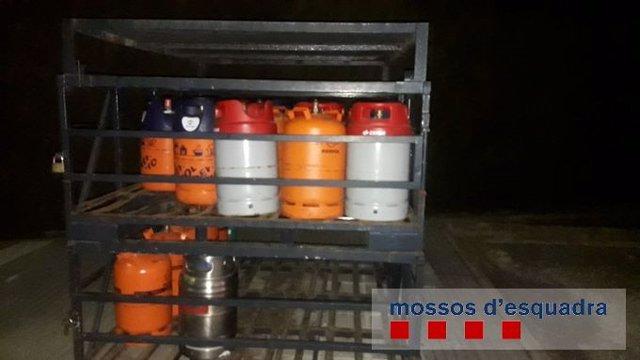 Detingut per robar 25 bombones de butà a Serra de Daró (Girona)