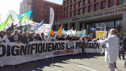 """El CESM llama a los médicos a manifestarse este jueves para defender sus """"gravemente erosionados"""" derechos"""