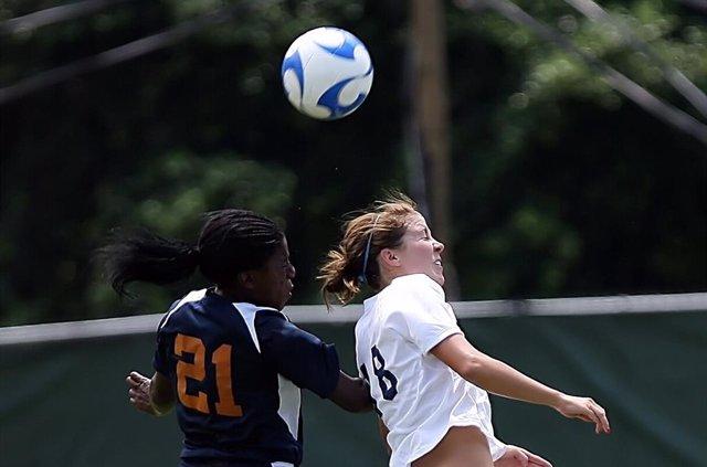 Fútbol, cabezazo, conmoción cerebral