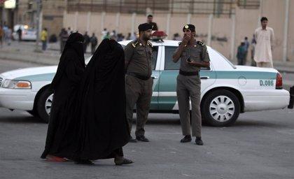 """Arabia Saudí anuncia una revisión del 'mehram', la asignación de un """"guardián"""" masculino a cada mujer"""