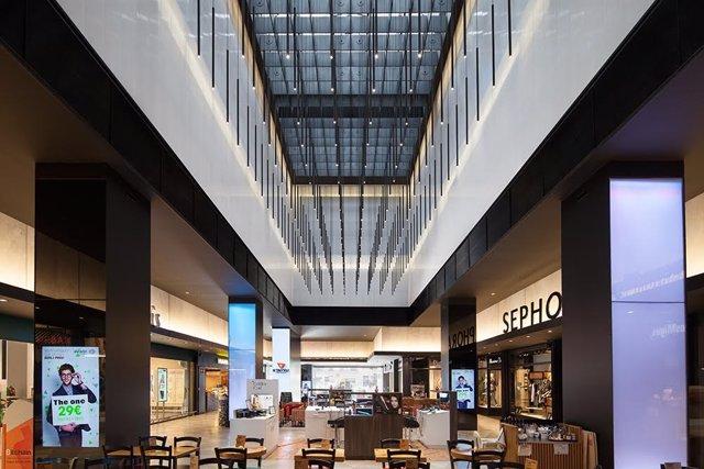 Interior del centro comercial El Triangle