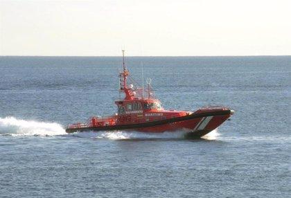 Rescatada una patera con 49 personas frente a la costa de Almería
