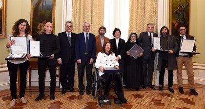 Celaá entrega las Placas de Honor de la Orden Civil Alfonso X el Sabio a seis centros educativos, uno de La Rioja