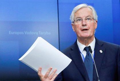 Barnier insiste en que la salvaguarda irlandesa es innegociable y que se hablará de alternativas tras el Brexit