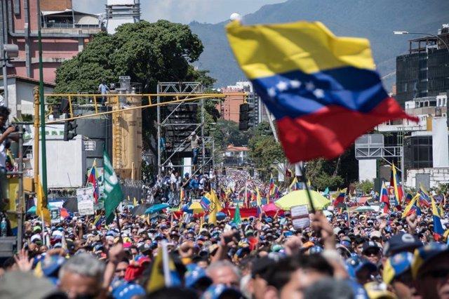 Venezuelans rally in support of Juan Guaidó