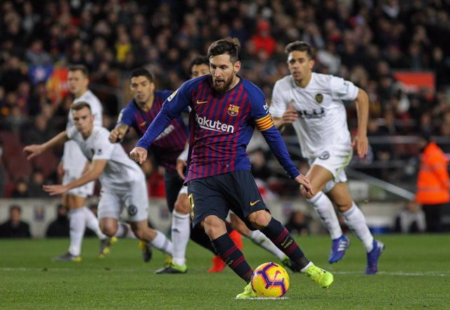 Messi anota uno de sus goles en el FC Barcelona - Valencia
