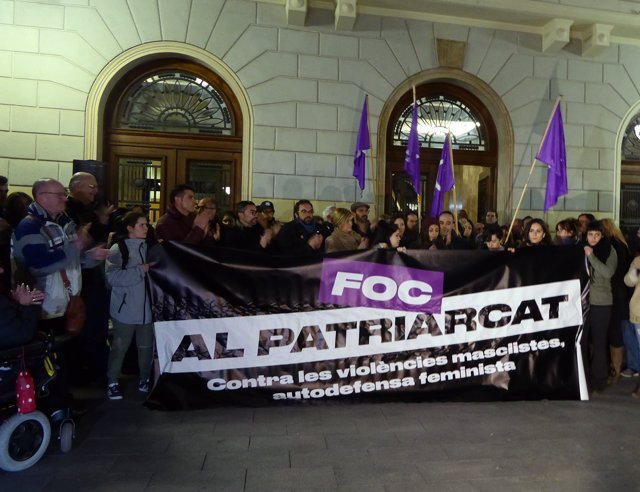 La Concentración  A Las Puertas Del Ayuntamiento De Sabadell