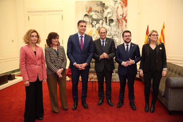Sánchez, Torra, Batet, Calvo, Aragonès i Artadi al Palau de Pedralbes