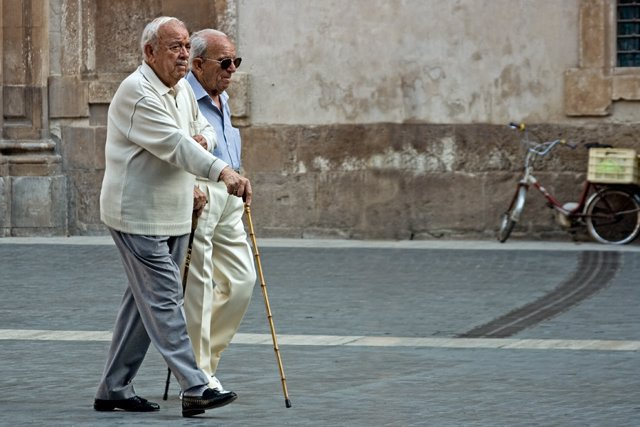 Ancianos, paseo, independencia