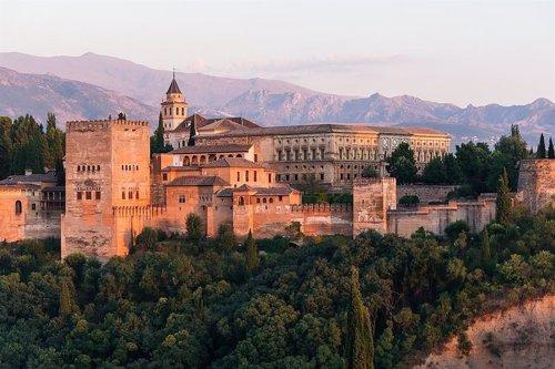 Construcciones islámicas y cristianas coexisten en la Alhambra