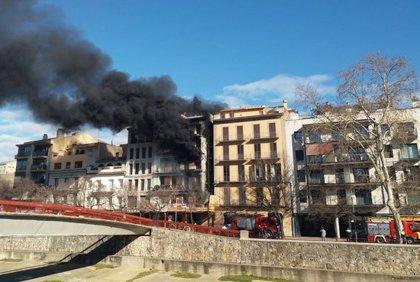 Un incendi afecta un edifici en obres del carrer del Carme de Girona