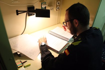 Un sargento de la Armada española se examinará esta semana en la UNED mientras navega por el Atlántico