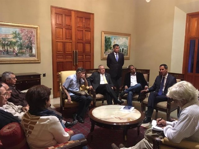 Juan Guaidó reunido con ex ministros del Gobierno de Hugo Chávez