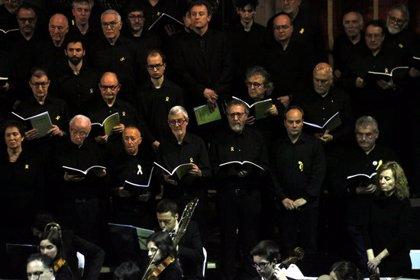 El Cant de les Completes omple de públic i solemnitat l'església de Santa Maria de Cervera
