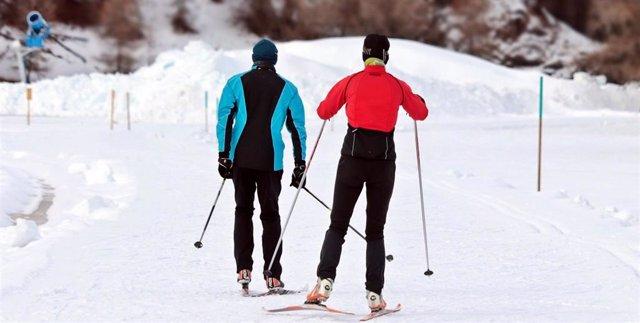 Esquiar, esquí, deportes de invierno, nieve