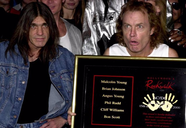 MALCOLM YOUNG Y ANGUS YOUNG DE AC/DC