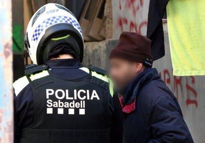 La Policia Municipal de Sabadell inspecciona naus industrials ocupades després de la violació múltiple d'una jove