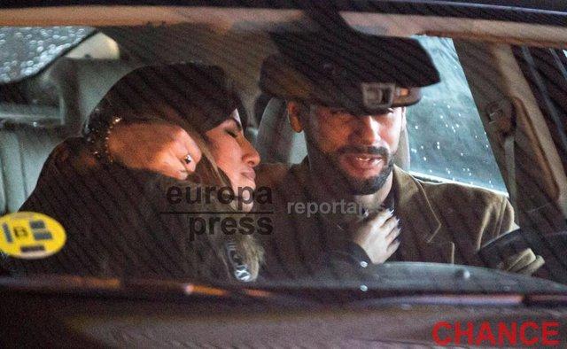 Isa Pantoja y Asraf, besos apasionados de amor en el coche