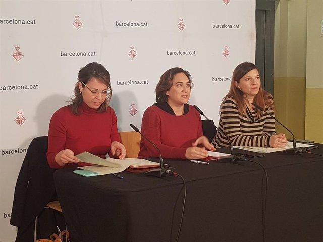 Janet Sanz, Ada Colau i Laia Ortiz en roda de premsa