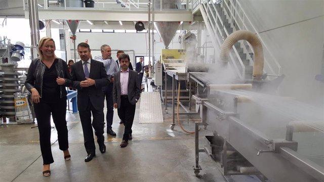 Visita de la consejera Gastón a las instalaciones de la empresa Bada