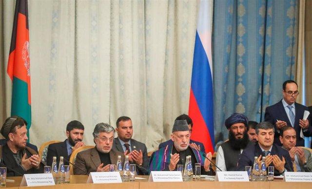 Reunión de líderes afganos en Moscú, con los talibán y sin el Gobierno afgano