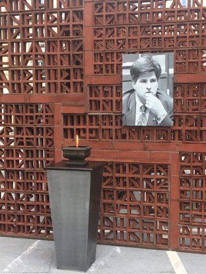 El Parlamento Vasco recuerda a Gregorio Ordóñez con un minuto de silencio