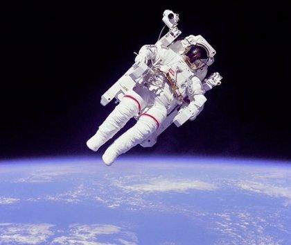 El primer 'vuelo libre' de un astronauta cumple 35 años