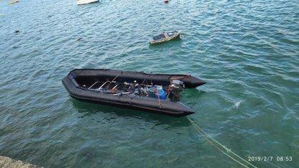 Arriba una embarcación neumática con cinco inmigrantes a la Playa de Las Cucharas (Lanzarote)