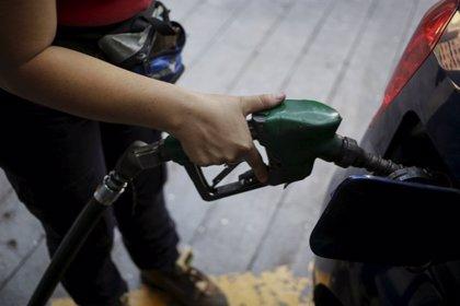 El precio de la gasolina y del gasóleo se encarece por cuarta semana consecutiva