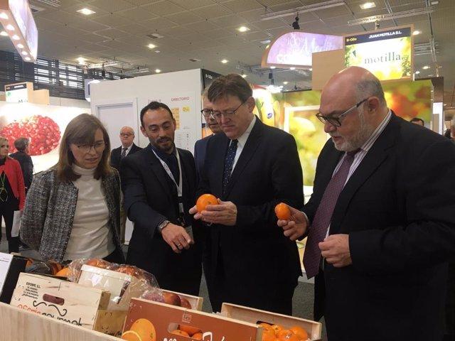 Puig en la visita a Fruit Logistica en Berlín