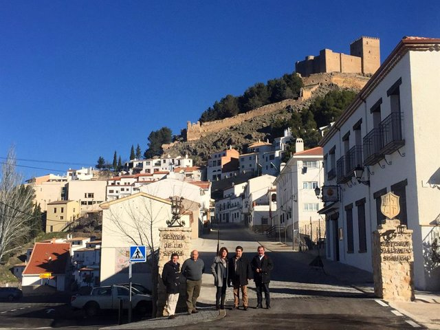 Visita al acceso al casco histórico de Segura de la Sierra.
