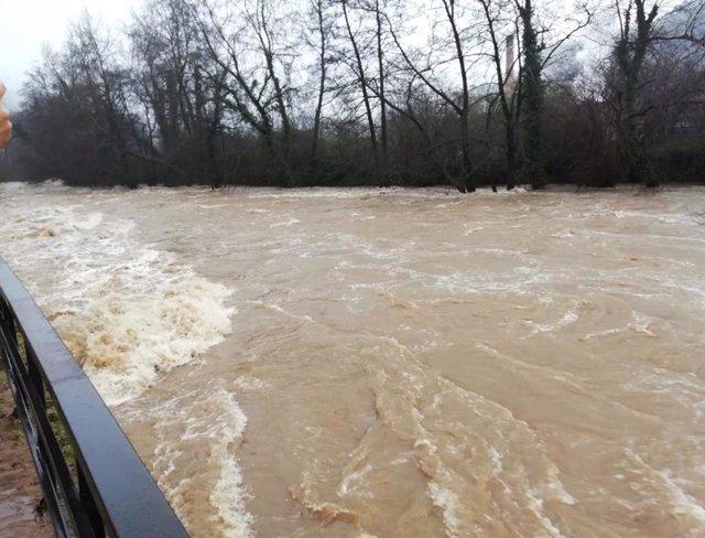 Temporal de lluvia en Asturias, río Nalón, inundaciones en Trubia