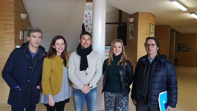 La alcaldesa de Alcalá de Guadaíra visita el CEIP Reina Fabiola