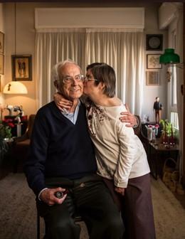L'escriptor Josep Maria Espinàs i la seva filla Olga Espinàs