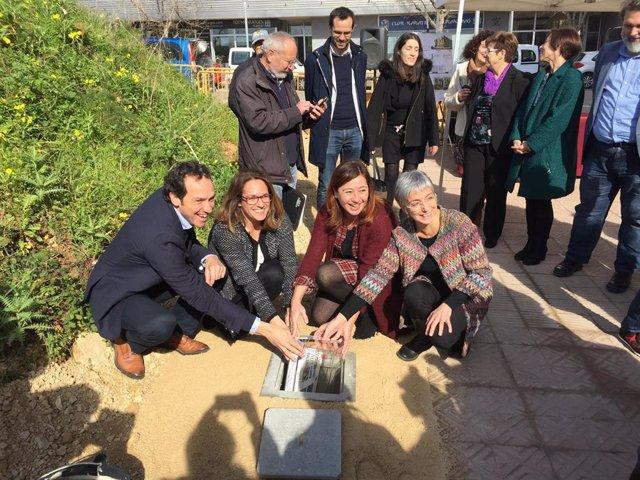 Armengol pone la primera piedra de las obras de dos promociones para construir 58 viviendas públicas en Mahón