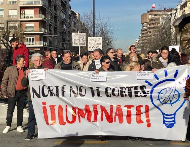 Manifestación contra los cortes de luz en la zona Norte de Granada