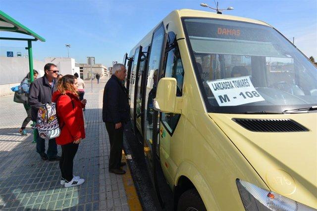 Autobús de la primera lanzadera de Tomares hacia el metro