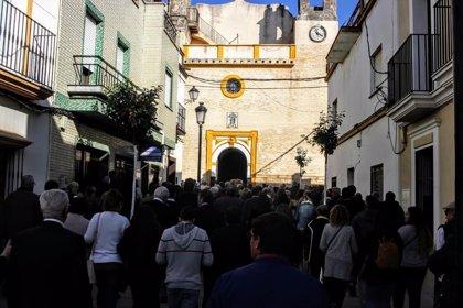 Cientos de personas dan su último adiós a Juan Díaz, componente de Los Romeros de La Puebla
