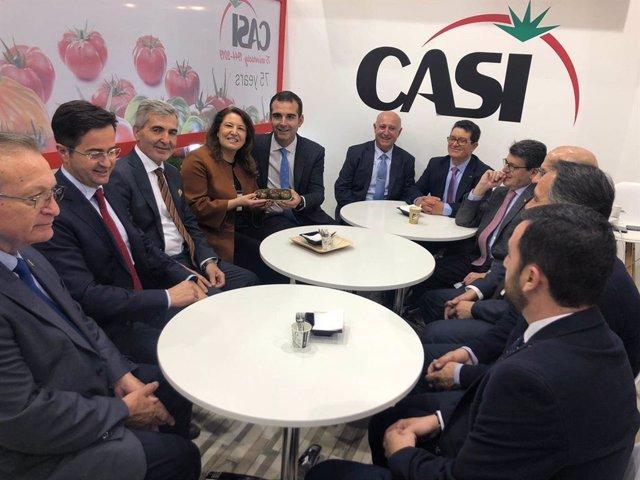 El alcalde de Almería junto con la consejera de Agricultura en Berlín