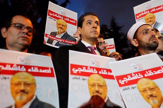 Vigilia ante el consulado de Arabia Saudí en Estambul por asesinato de Jashogi