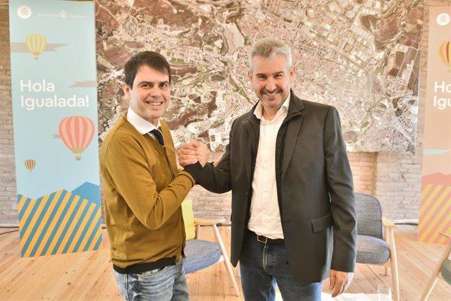 El alcalde de Igualada, Marc Castells, y el director general de Airbnb Marketing