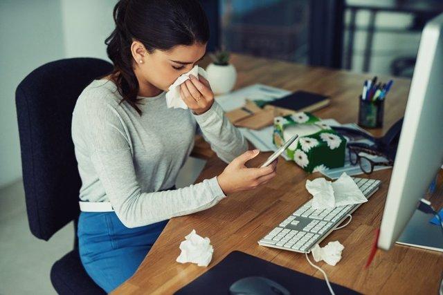 Resfriado, gripe, trabajar, enfermo, constipado, pañuelos