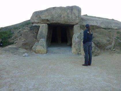 """Ponencia en Madrid sobre la """"relación"""" del dolmen de Menga con el agua y las cúpulas de barro del megalito de Montelirio"""