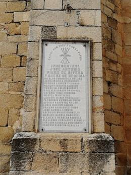 Placa franquista en Cañaveral