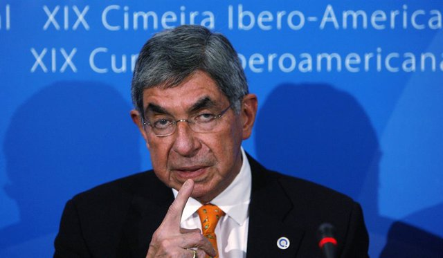 Costa Rica President Oscar Arias answers a question during a news conference at