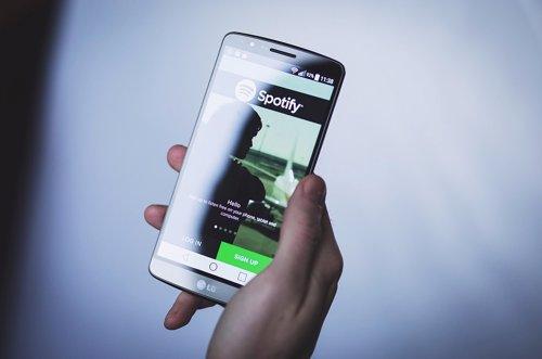 Spotofy bloquerá las cuentas de quienes usen aplicaciones para bloquear anuncios