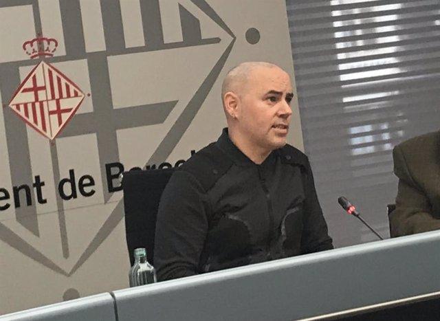 El regidor Eloi Badia en roda de premsa sobre serveis funeraris a Barcelona