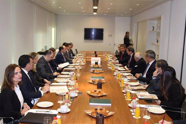 El embajador de Paraguay en España se reúne con socios de Cesur en Sevilla