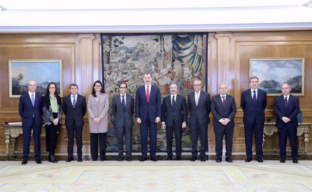 El rei Felip VI amb membres del nou consell d'administració de Fira de Barcelona
